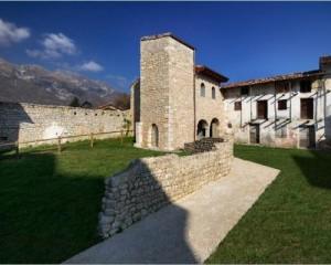 """Edificio """"Sacello"""" ad  Aviano (PN)"""