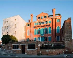 Hotel Santa Chiara: tra storia e contemporaneità