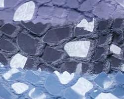 Scaglie di plastica, pelliccia sintetica e tessuto a maglia 1