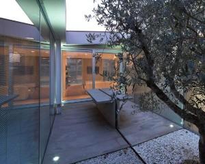 Casa patio, un'architettura trasparente