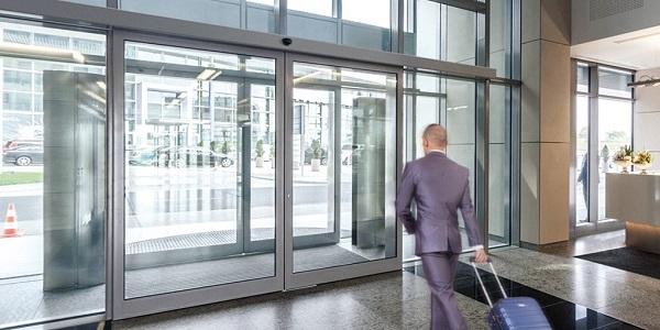 Soluzioni per porte pedonali scorrevoli rettilinee
