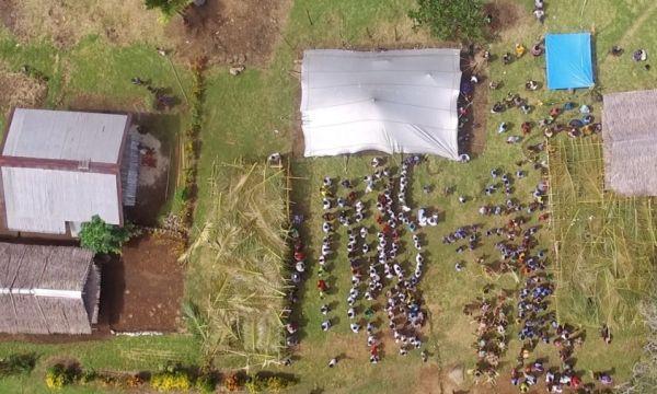 School in a box in Nuova Guinea, vista dall'alto
