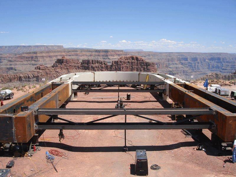 La costruzione dello Skywalk sul Gran canyon