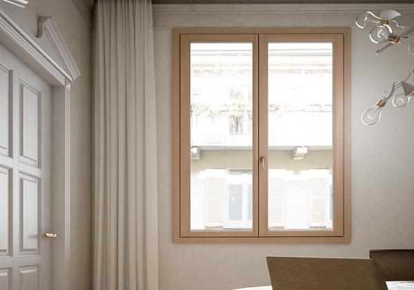 Finestra in legno a due ante
