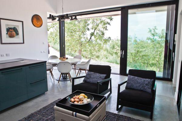 soggiorno cucina della nuova casa a Cigliè nelle Langhe