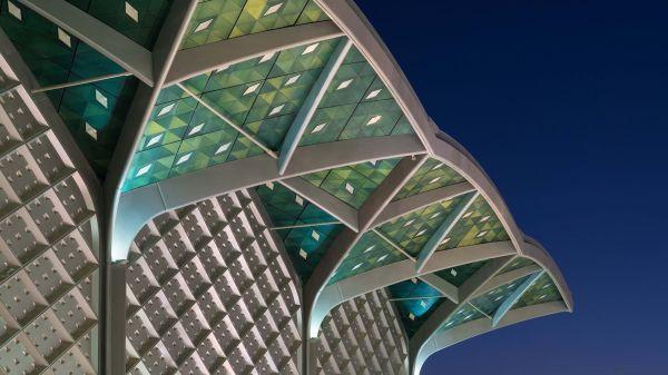 Le colonne e gli archi in acciaio che caratterizzano le Stazioni ad alta velocità in Arabia