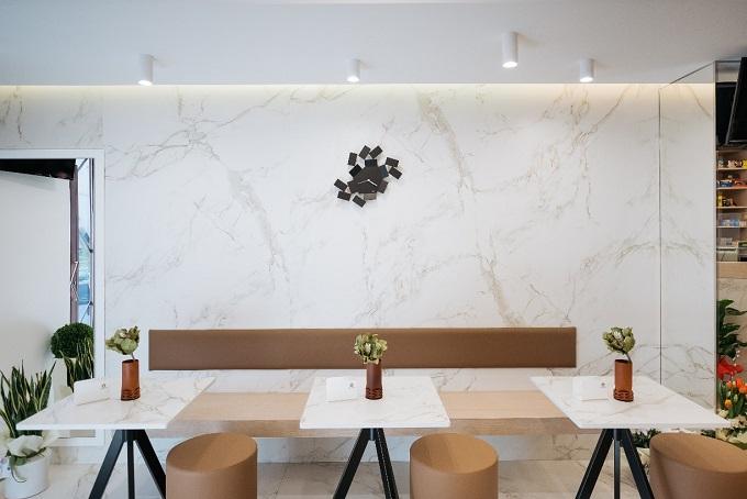 Rivestimento parete e tavolini con Dekton® Entzo
