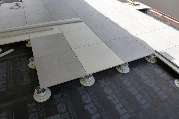 Supporti KING di DPS Solving per il pavimento del terrazzo dell'hotel La Pergola