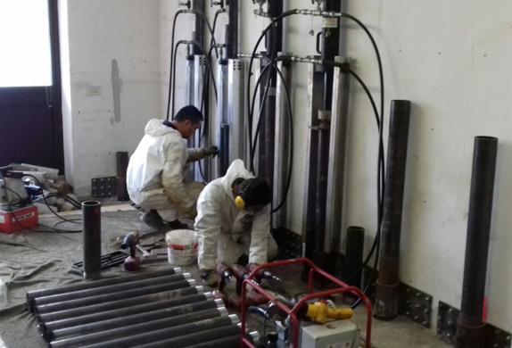 Consolidamento e stabilizzazione di una struttura tramite realizzazione di realizzare una serie di micropali