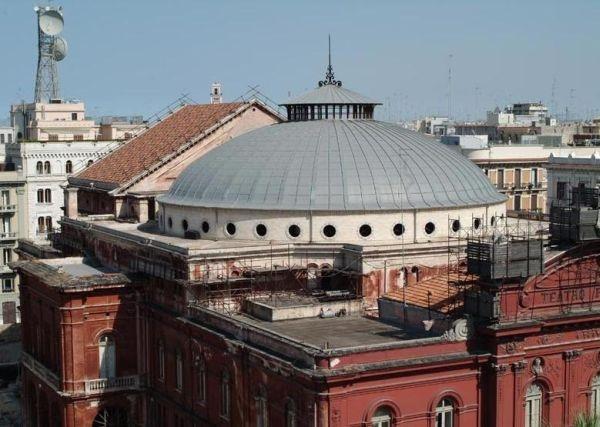 Il tetto del Teatro Petruzzelli a Bari