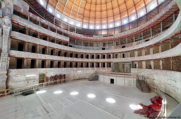 Il Teatro Petruzzelli a Bari