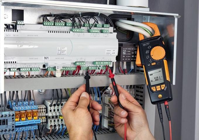 Pinza amperometrica testo 770-2 con adattatore di temperatura integrato
