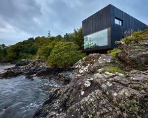 The Black House: la casa da sogno con un bagno in stile urban