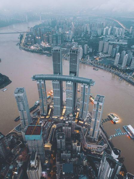 passerella pedonale a 250 metri di altezza con pavimento in vetro