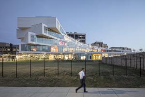 The Heights: la scuola con due giardini sul tetto