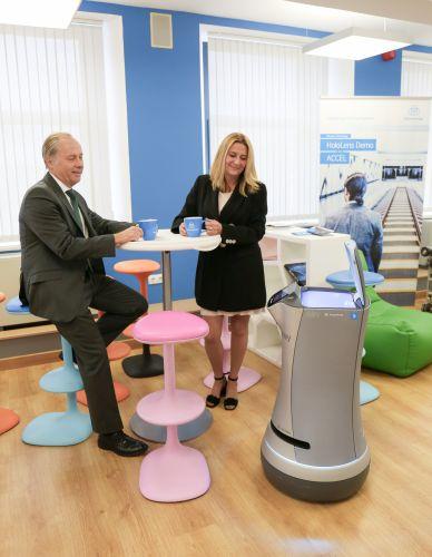 Nuova piattaforma di trasporto intelligente di thyssenkruppElevator, che permette ai robot di muoversi tra i piani degli edifici