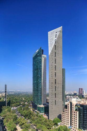 Il grattacielo Torre Reforma di Città del Messico diventa più sottile verso l'alto