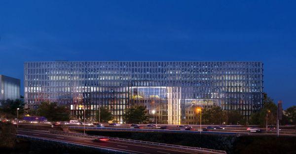 Tripolis park ad Amsterdam: Uffici che schermano dal rumore del traffico