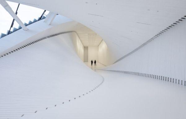 Vista interna di The twist il ponte in Norvegia che diventa un'opera d'arte