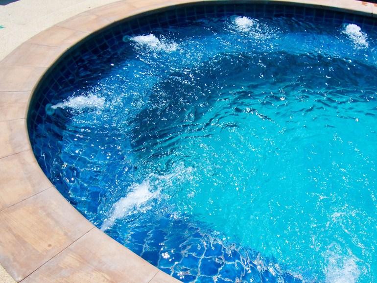 Vasca idromassaggio in polistirene espanso