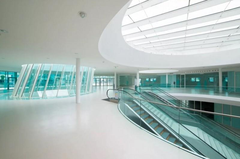 Hall di accoglienza all'ingresso dell'ospedale