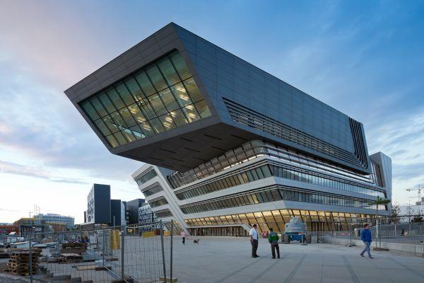 Il corpo centrale del campus di Vienna progettato da Zaha Hadid