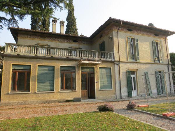 Villa Castelli, sul lago di Como, prima dell'intervento di riqualificazione