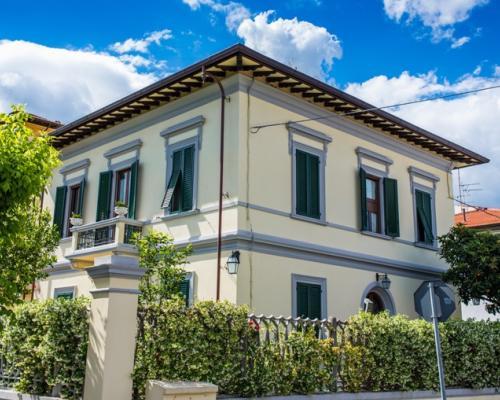 Mercato delle ville - Casa stile liberty ...
