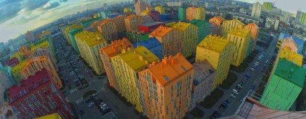 Comfort Town, la città a Kiev dai colori pastelli che rende felici i suoi abitanti