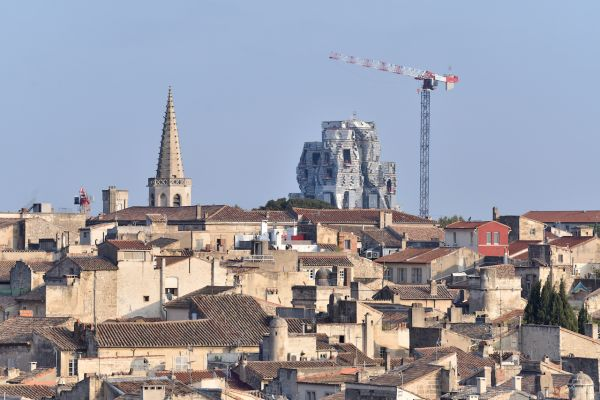 Vista città Arles con la torre dell'Arts Resource Center
