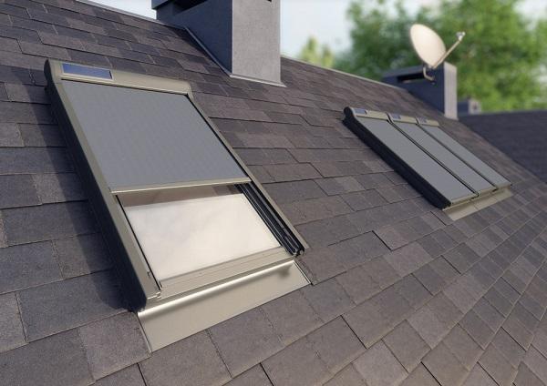 Tenda parasole applicata su finestre da tetto
