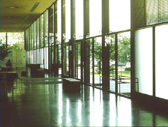 Vista dell'ingresso dall'interno