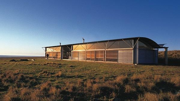 Vista longitudinale della casa rurale di Glenn Murcutt