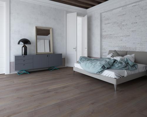 Contrasti materico e stilistici in una camera da letto industrial-chic